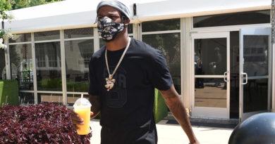 Lamar Jackson arrives at training camp