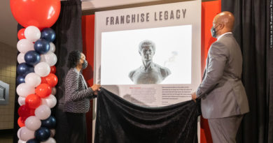 Connie Unseld and Wes Unseld Jr. unveil Wes Unseld bust